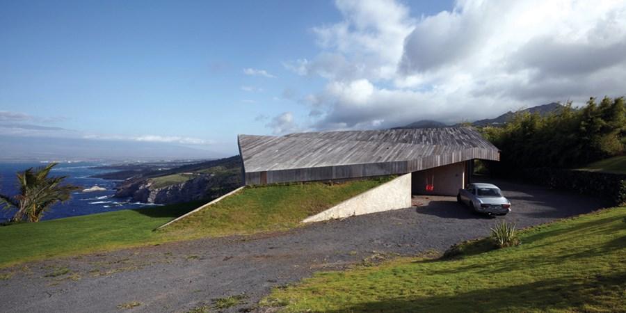 Clifftop house Maui by Dekleva Gregoric Arhitekti 17