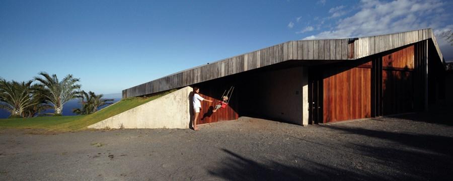Clifftop house Maui by Dekleva Gregoric Arhitekti 18