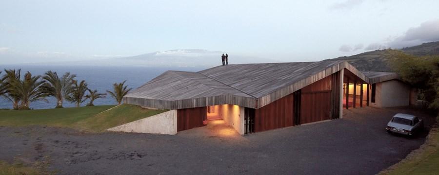 Clifftop house Maui by Dekleva Gregoric Arhitekti 20