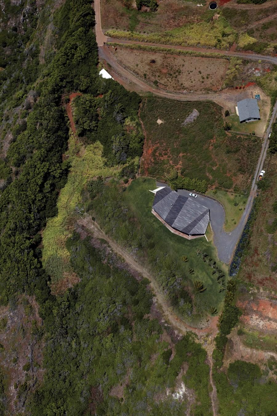Clifftop house Maui by Dekleva Gregoric Arhitekti 24