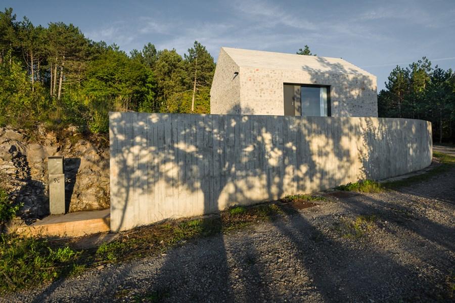 Compact Karst house by Dekleva Gregoric Arhitekti 20