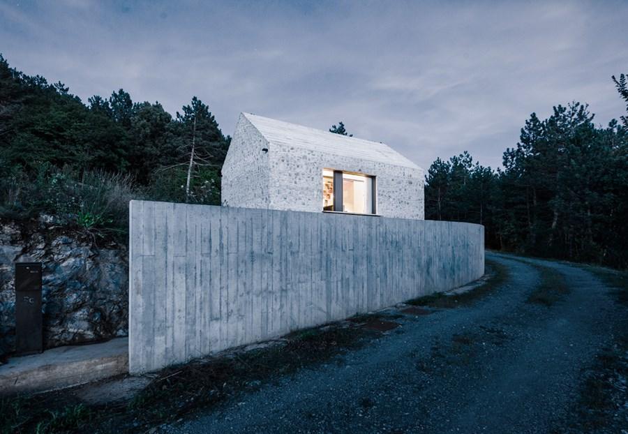 Compact Karst house by Dekleva Gregoric Arhitekti 25