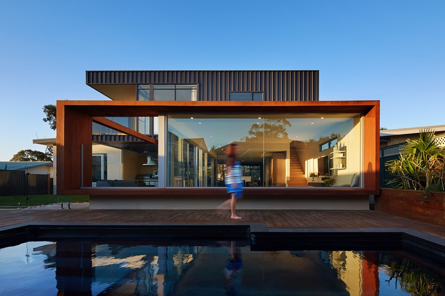 The boulevard city beach house by mark aronson for Beach house designs western australia