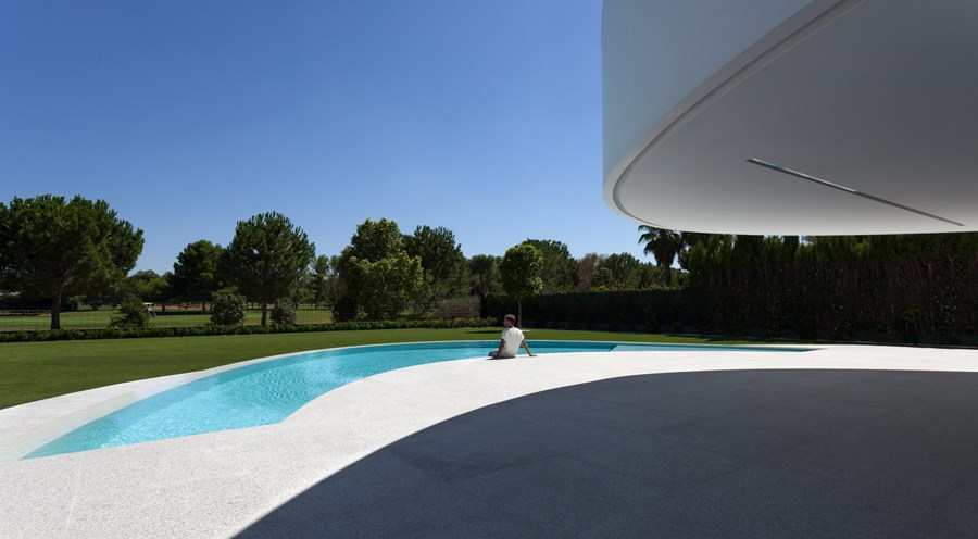 Balint House by Fran Silvestre Arquitectos 06