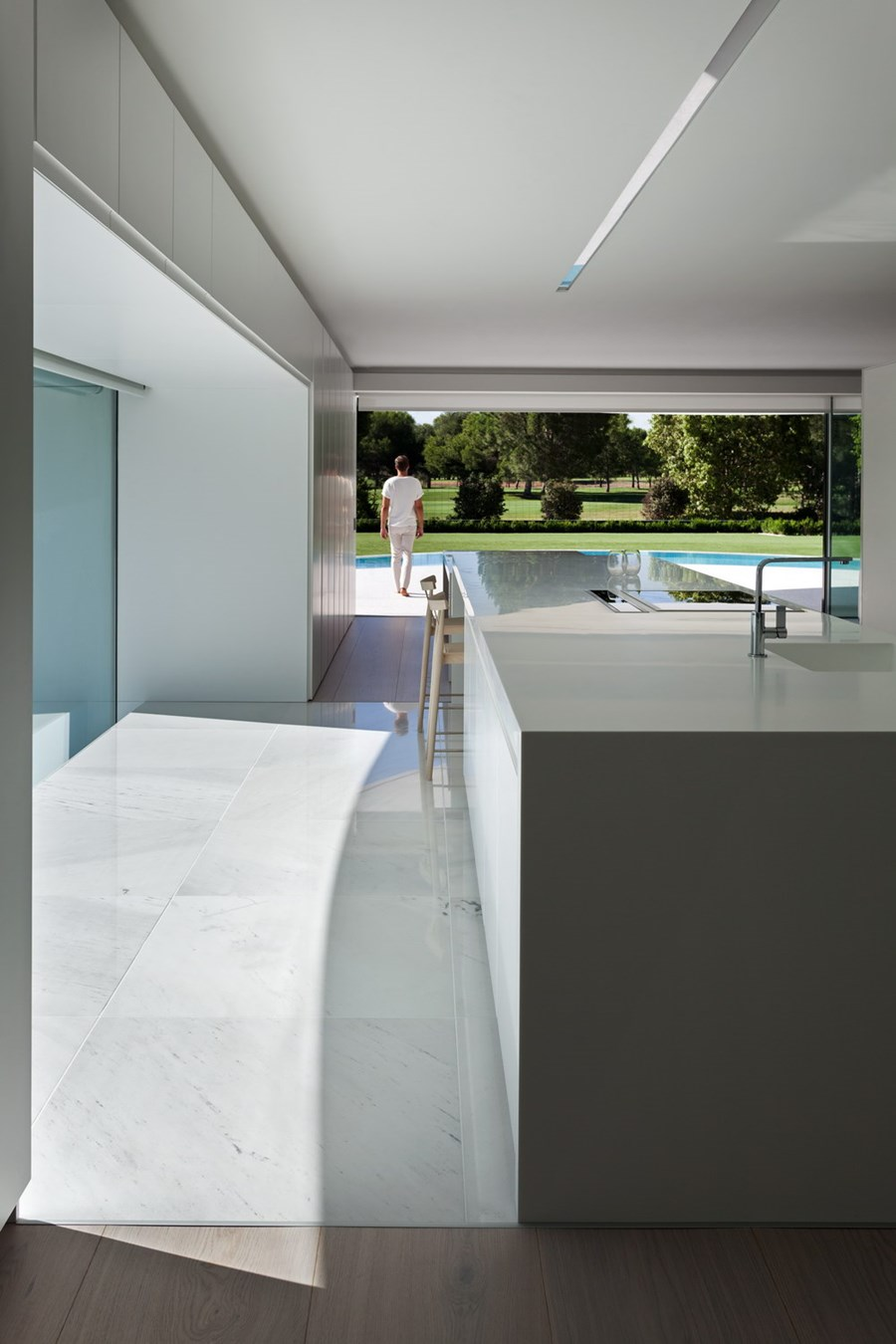 Balint House by Fran Silvestre Arquitectos 09