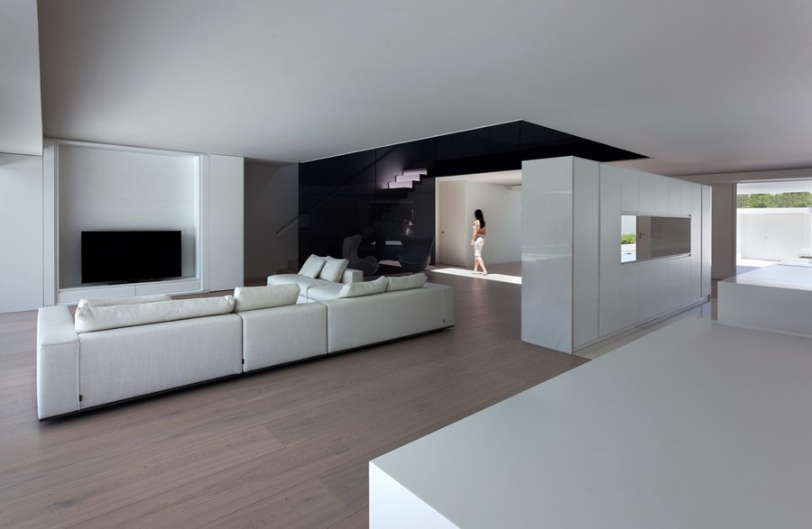 Balint House by Fran Silvestre Arquitectos 11
