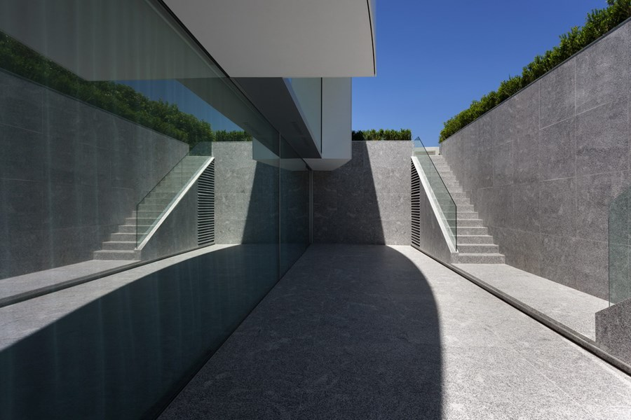 Balint House by Fran Silvestre Arquitectos 23