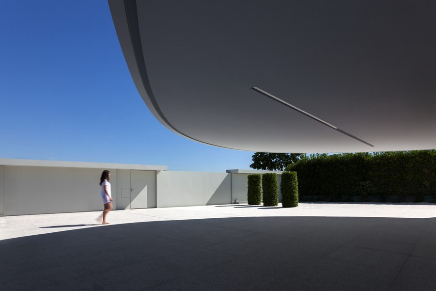 Balint House by Fran Silvestre Arquitectos 24