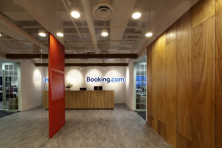 Booking.com's Singapore office by ONG&ONG group 03