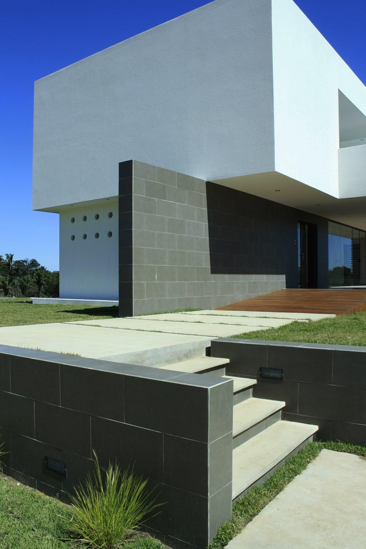 Casa Colina by Ricardo Ruiz 03