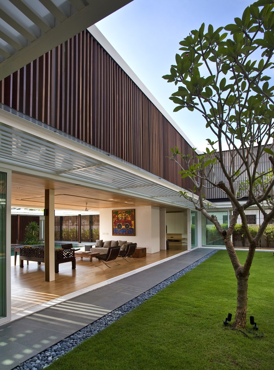 Enclosed Open House by Wallflower Architecture + Design 06
