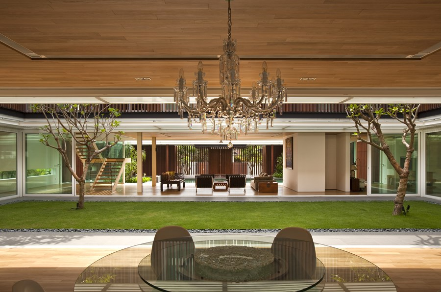 Enclosed Open House by Wallflower Architecture + Design 10