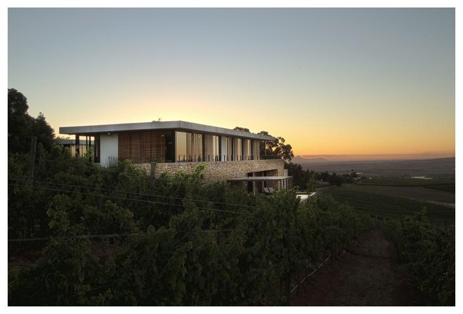 Hillside House By Gass Architecture Myhouseidea