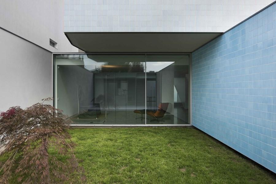 House Ricardo Pinto by Correia Ragazzi Arquitectos 01