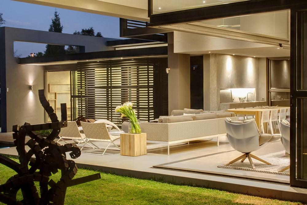 House Sar by Nico Van Der Meulen Architects 02