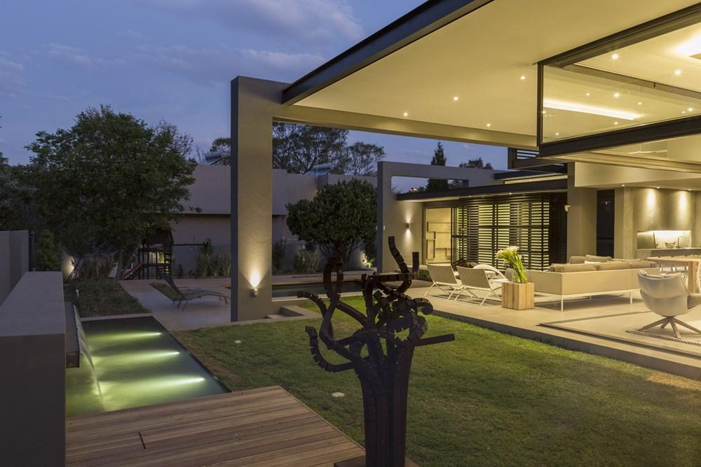 House Sar by Nico Van Der Meulen Architects 03
