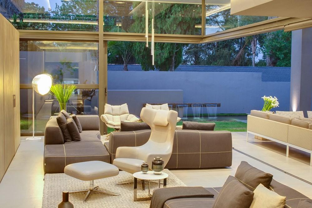 House Sar by Nico Van Der Meulen Architects 08