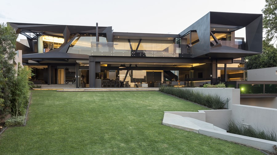 Kloof Road House by Nico van der Meulen Architects 01