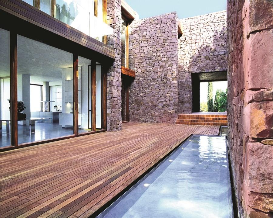Paz & Comedias House by Ramon Esteve 01
