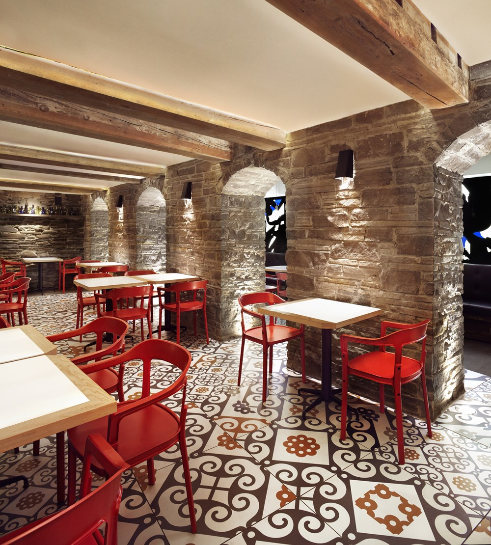 Refin tiles Perfect Accent for Gaudi-inspired Restaurant 02