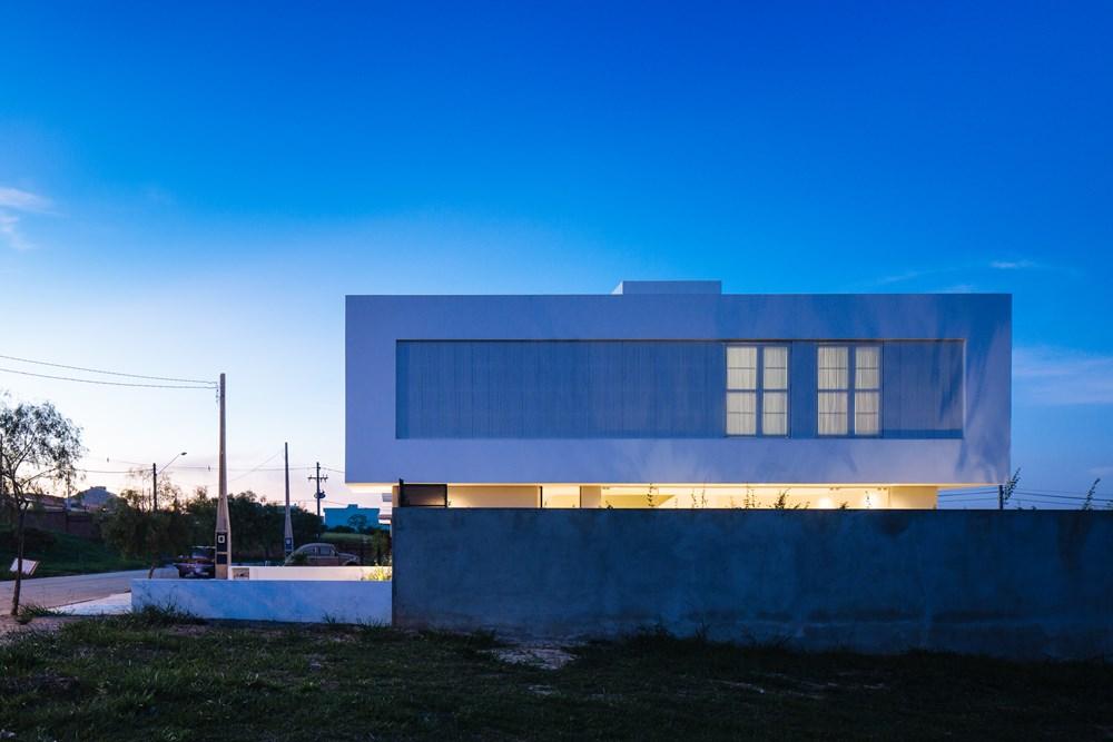 Sorocaba House by ESTUDIO BRA 19