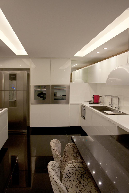 The BWW Apartment by Paula Martins Arquitetura, Interiores e Detalhamento 05