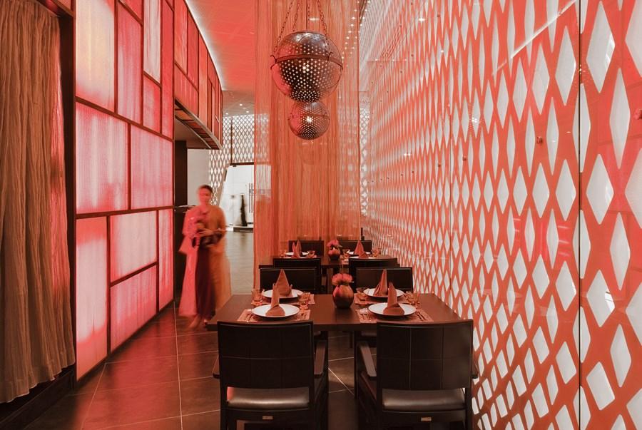 The Yas Hotel, Abu Dhabi Jestico + Whiles 09