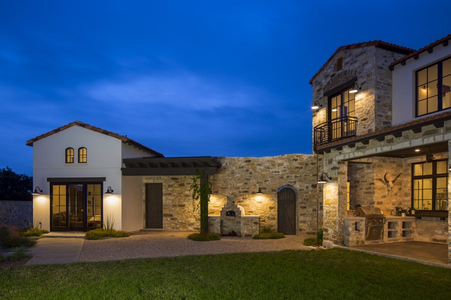 Contemporary Italian Farmhouse by Vanguard Studio Inc. 07