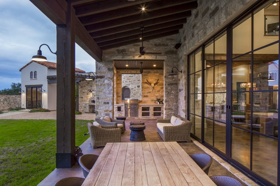 Contemporary Italian Farmhouse by Vanguard Studio Inc. 19