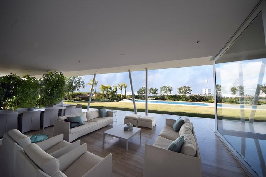 L-House by Christos Pavlou Architecture 01