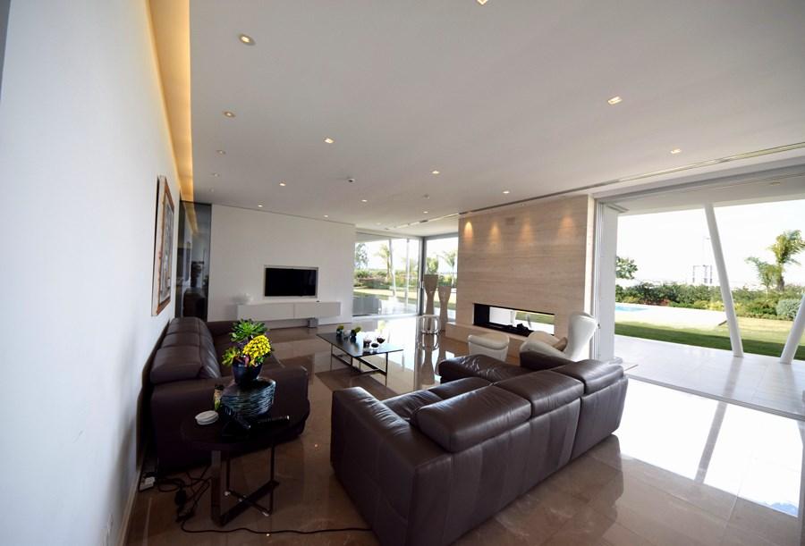 L-House by Christos Pavlou Architecture 10