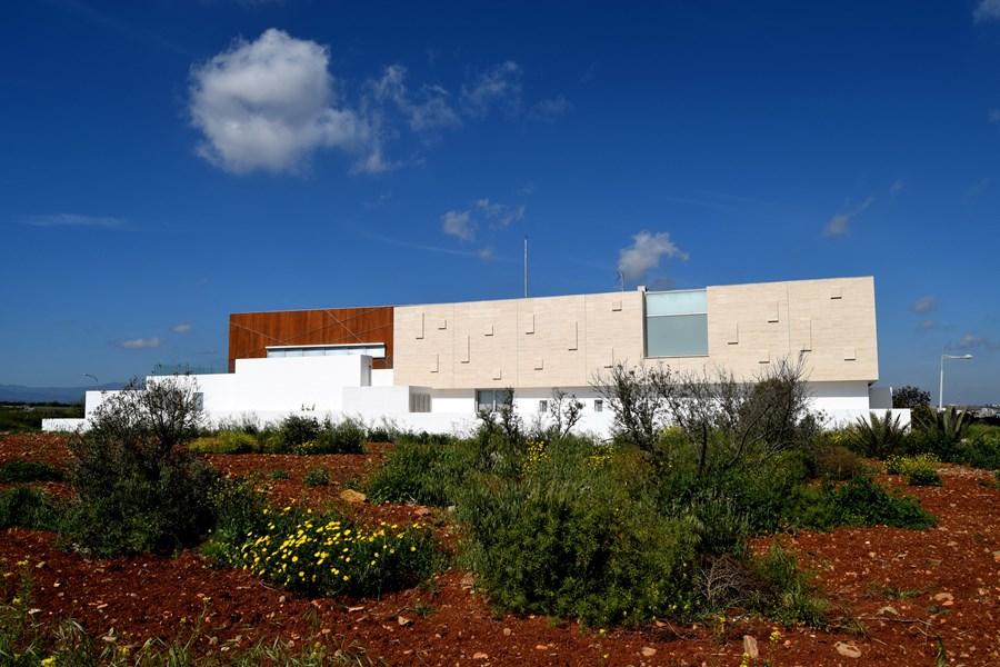 L-House by Christos Pavlou Architecture 21