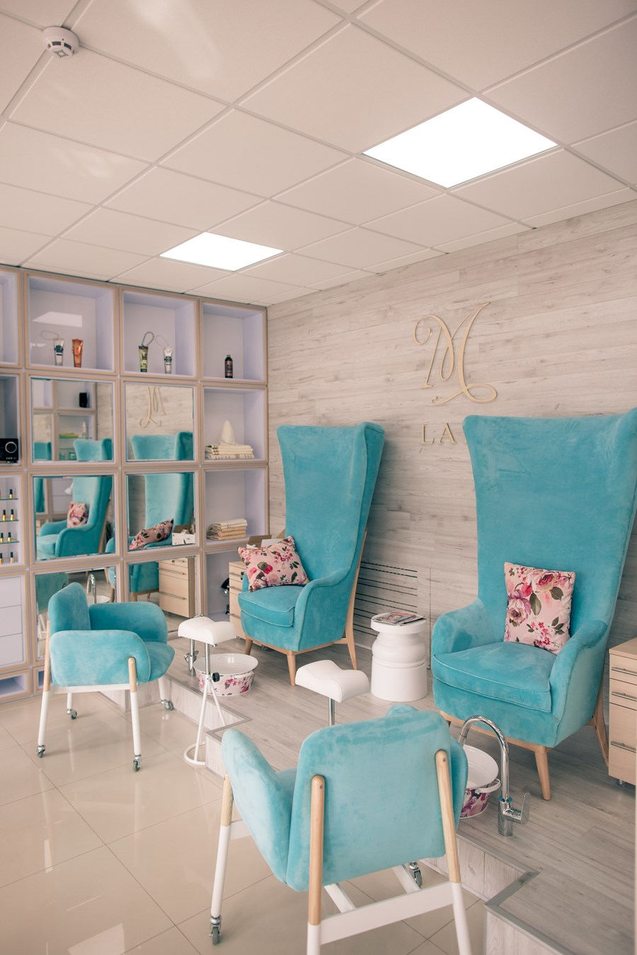 Beauty salon by Cult of Design 10