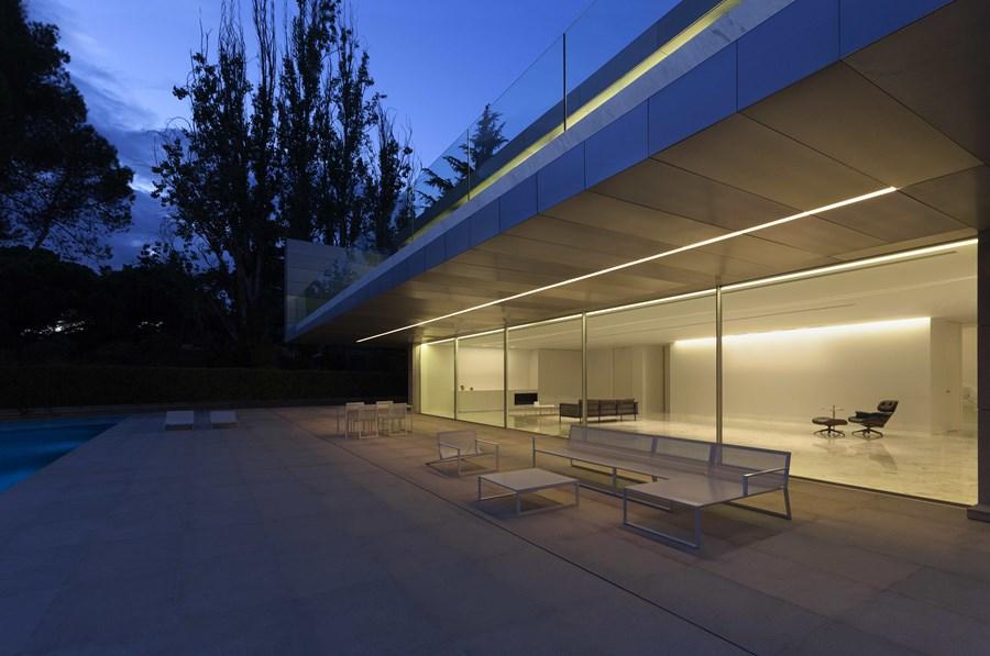 Aluminium House by Fran Silvestre Arquitectos 02