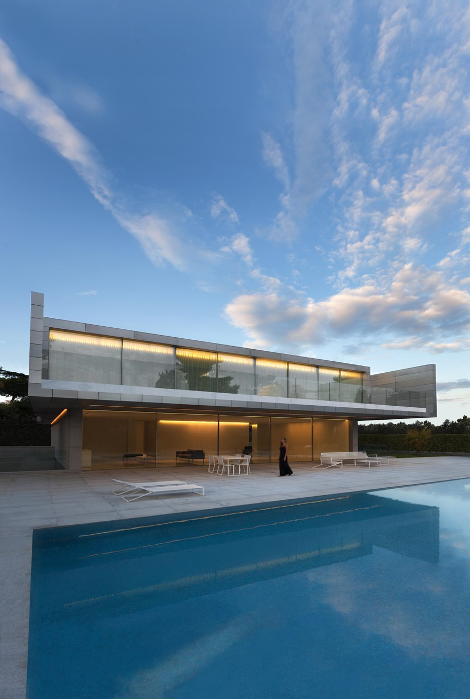 Aluminium House by Fran Silvestre Arquitectos 03