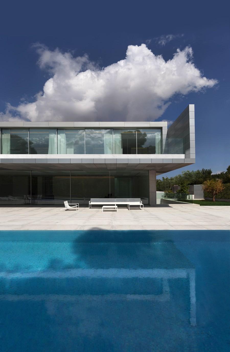 Aluminium House by Fran Silvestre Arquitectos 04