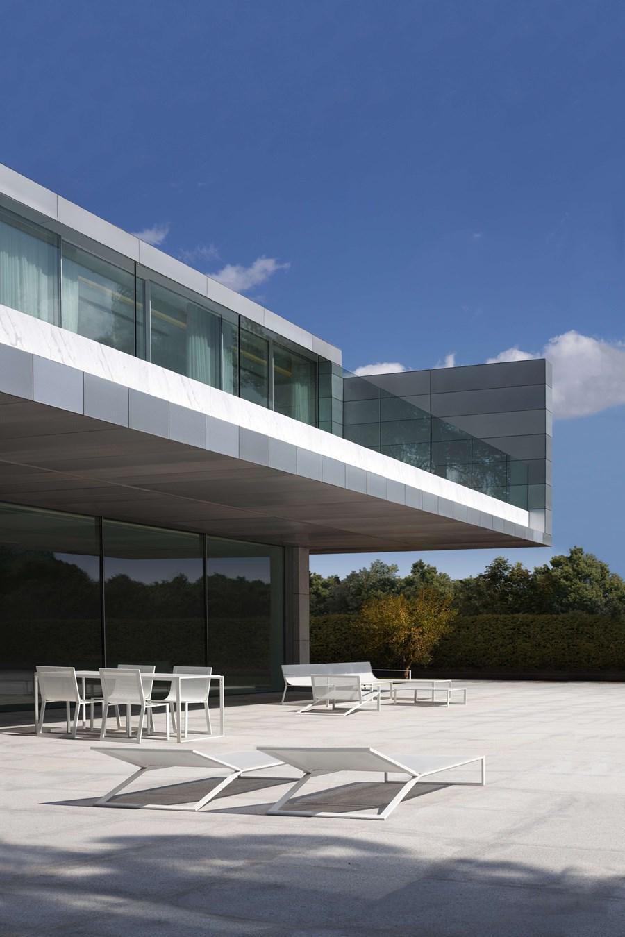 Aluminium House by Fran Silvestre Arquitectos 05