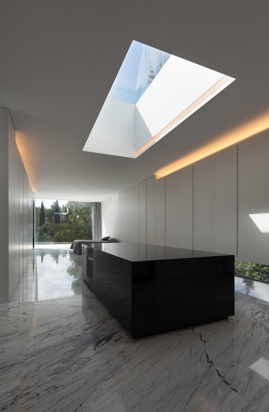 Aluminium House by Fran Silvestre Arquitectos 16