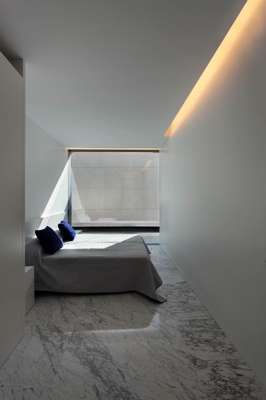 Aluminium House by Fran Silvestre Arquitectos 17