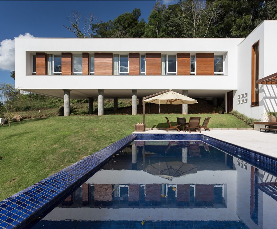 House 4.16.3 by Luciano Lerner Basso 01