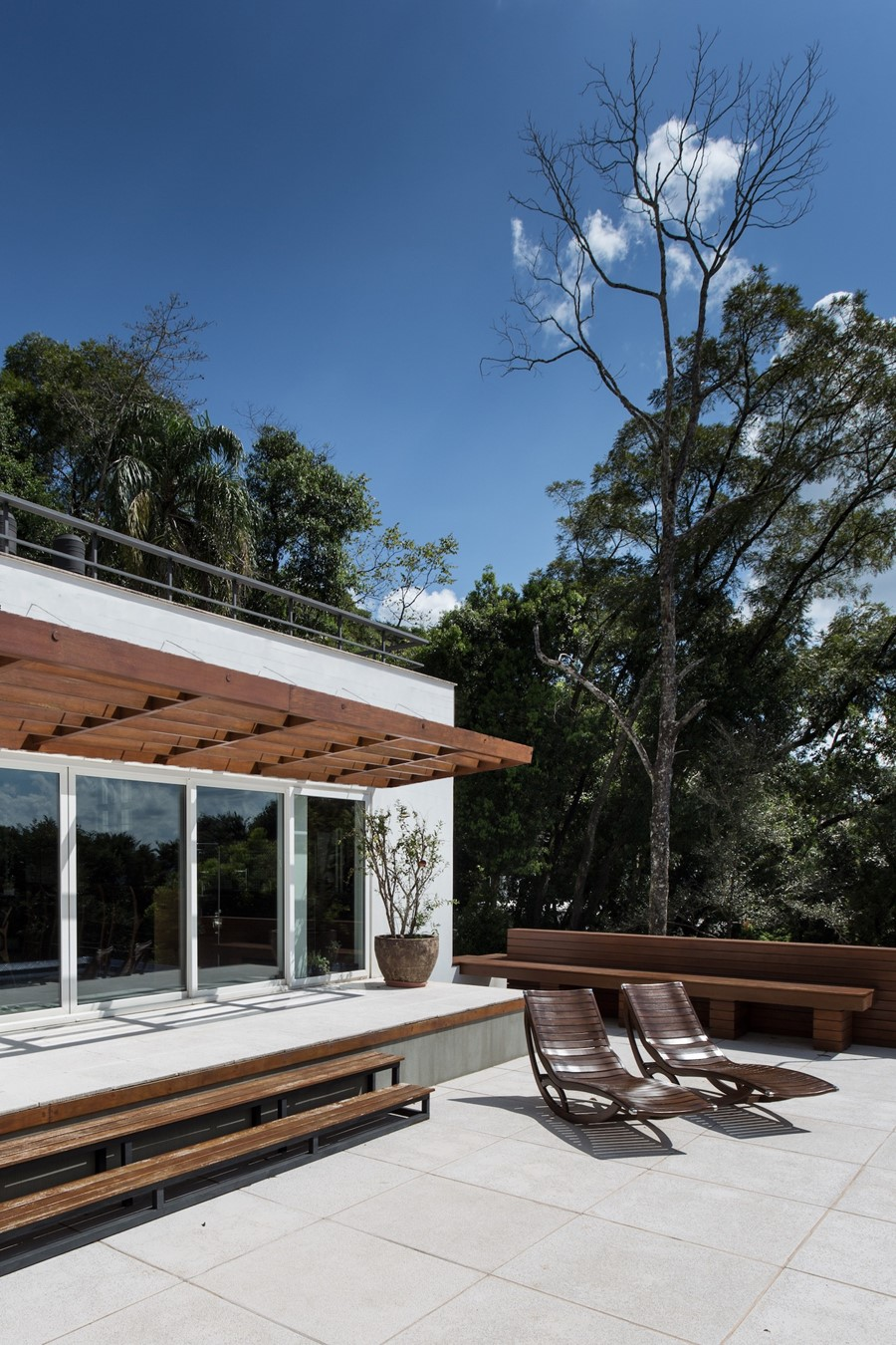 House 4.16.3 by Luciano Lerner Basso 09