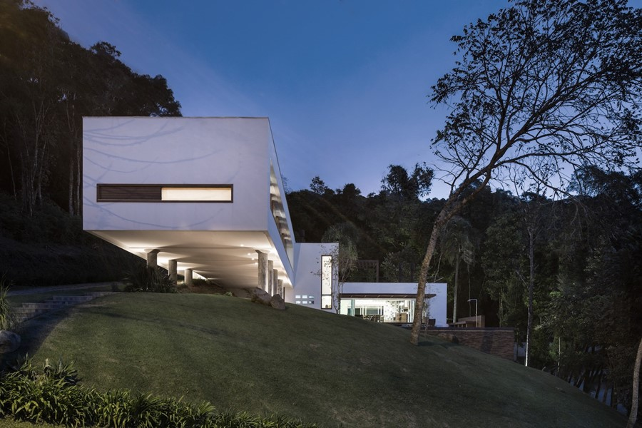House 4.16.3 by Luciano Lerner Basso 20
