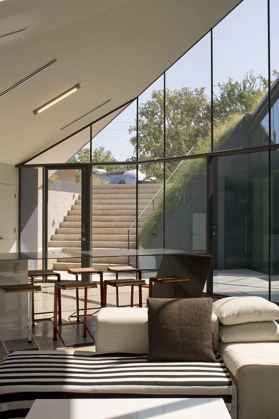Edgeland House by Bercy Chen Studio LP 05