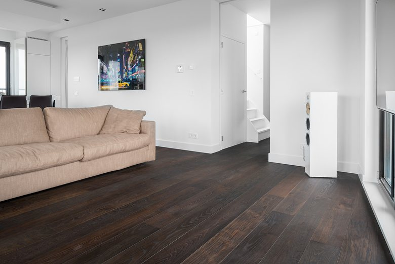 warm and wealthy tone of flooring by Dennebos Flooring 03