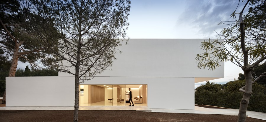 House between the pine forest by Fran Silvestre Arquitectos 05