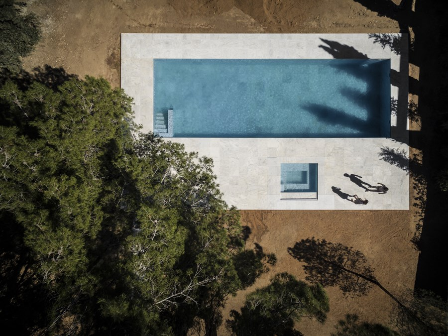 House between the pine forest by Fran Silvestre Arquitectos 06