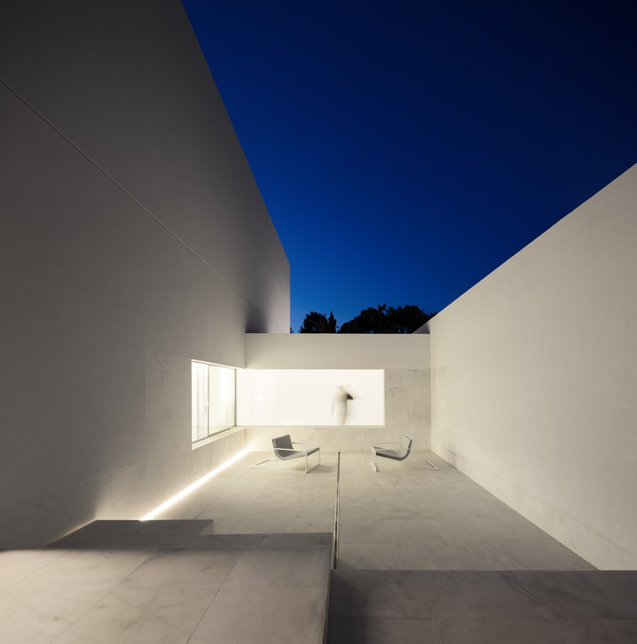 House between the pine forest by Fran Silvestre Arquitectos 08
