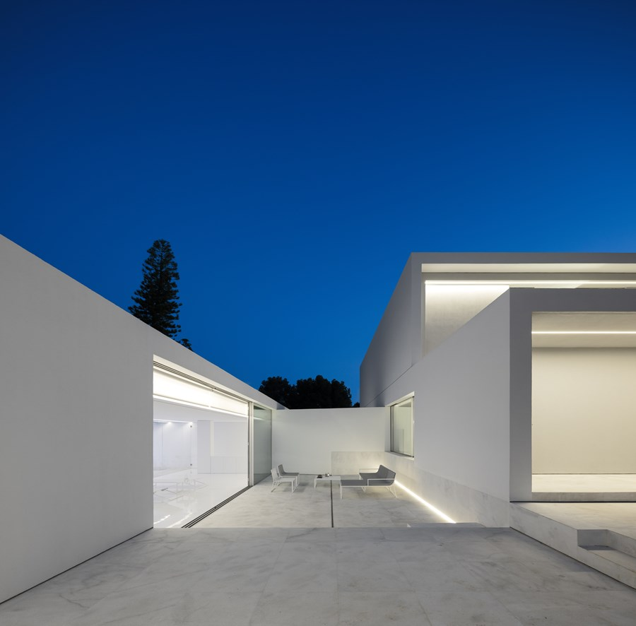 House between the pine forest by Fran Silvestre Arquitectos 09