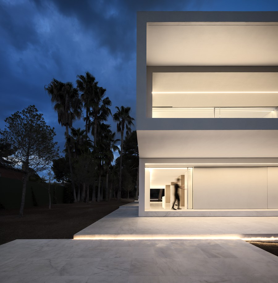 House between the pine forest by Fran Silvestre Arquitectos 11