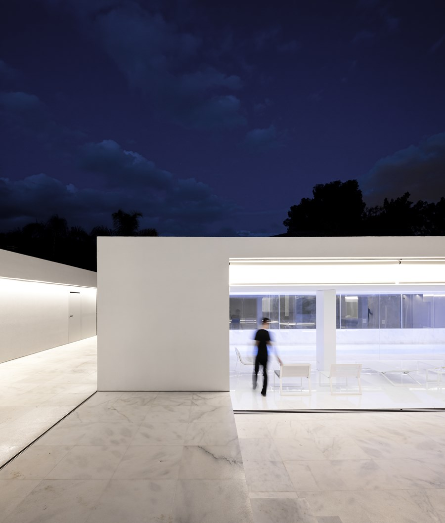 House between the pine forest by Fran Silvestre Arquitectos 12
